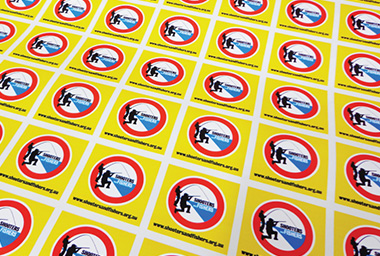 How are Easy Signs custom printed vinyl stickers cut and supplied?